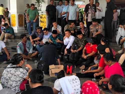 Ratusan Pedagang Pasar Induk Mengadu ke Dewan