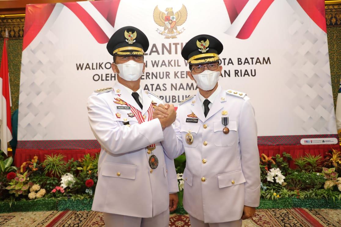 Rudi-Amsakar Resmi Dilantik Menjadi Walikota dan Wakil Walikota Batam